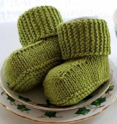 How To Knitting Patterns For Beginners : BITTY BABY UGGS free pattern (lots of clicking to get it... / knits and kits ...