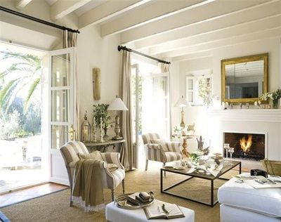 Restuful living room beautiful double french doors - Como decorar un salon con chimenea ...