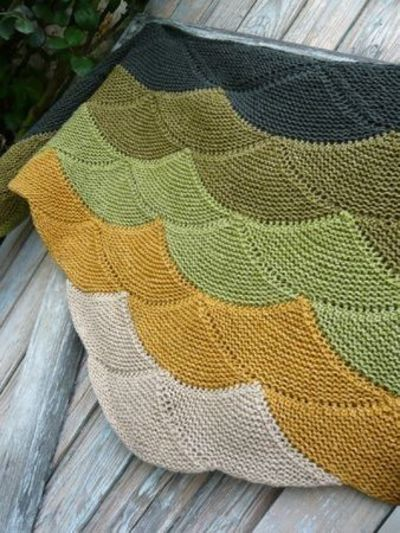 Seashell/clamshell knitting pattern. / Knits and stitch - Juxtapost