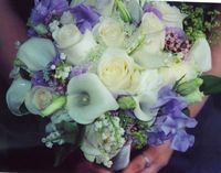 I like the use of calla lilies with sweet pea and roses. Somebody please help me pick some colors...