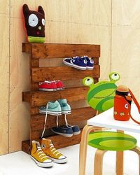 Old pallet shoe rack! Invented by
