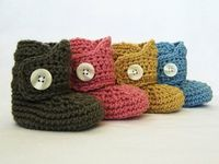 Crochet pattern: baby button boots