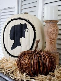 http://www.momscape.com/wordpress/wp-content/uploads/2011/10/Original Sophisticated-Silhouette-Pumpkin-Beauty s3x4 lg.jpg