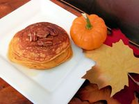 Pumpkin Pecan Pancakes: Fluffy and delicious Pumpkin Pecan Pancakes, crispy on the outside, soft like pumpkin pie on the ins...[read more at Food Frenzy]