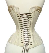 The sweetheart curve to the upper back found on some Victorian and Edwardian corsets (such as this one) has become a Sparklewren signature detail.