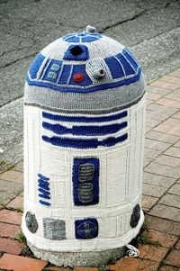 #Yarnbomb #R2D2 #geek #knitting
