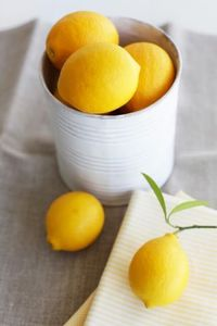 Painted large cans for lemons