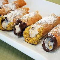 Chocolate Cannoli: The interesting thing is, as much as they look like a labored dessert, homemade cannoli isn't that h...[read more at Food Frenzy]