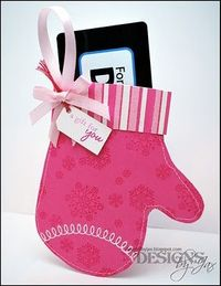 A paper mitten as a gift card holder