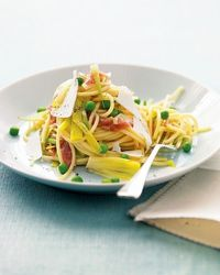 Video: Pasta with leeks, peas, and prosciutto